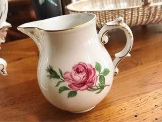 🚚 德國名瓷FÜRSTENBERG費斯騰堡德勒斯登玫瑰奶壺