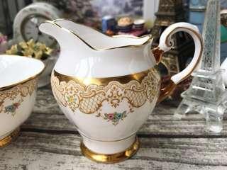 🚚 英國製Tuscan 半手繪花卉華麗蕾絲描金奶壺
