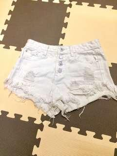 白色破鬚短褲