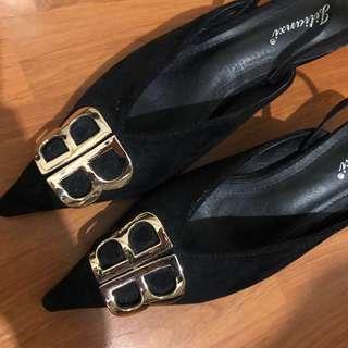 knife black gold logo slingback heels New