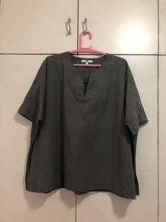 UNIQLO grayish blouse siZe large (XL)
