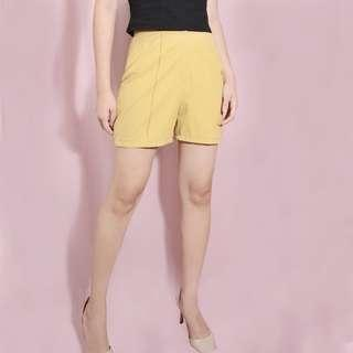 Yellow highwaist shorts