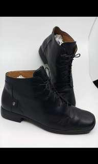 REPRICED! Louis Vuitton authentic leather boots 6 holes