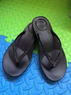 Iqushion Sparkle Black Fitflop Slippers - size5