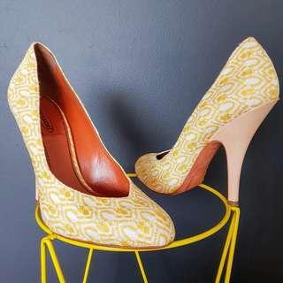 Women's Size 39 'MISSONI' Stunning yellow round toe pump heels, made in Italy
