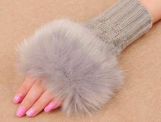 灰色毛毛手套 暖笠笠