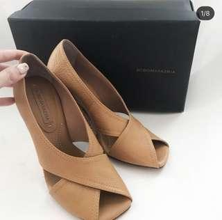 BCBG MAXZARIA shoes size 38 and fits 39