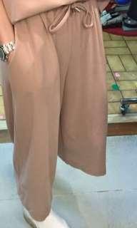 韓國貨 全新粉色褲,Free Size。注意:可以先入數之後順豐到付