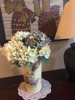 Classic flowers pot with 5 bouquets