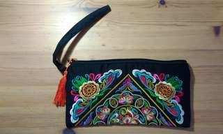 🚚 BNWT Cloth Wristlet with Chinoserie Design