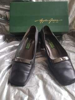 Sepatu pantofel hitam Applegreen