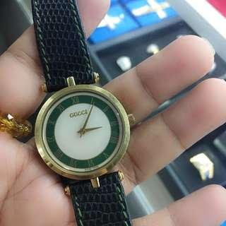Gucci vintage leather watch