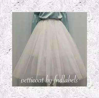Petticoat fnd labels (ori) / peticoat