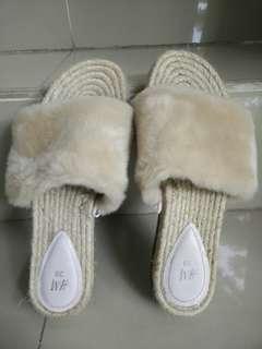 Sandal Bulu HnM