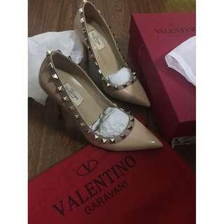Valentino Rockstud Nude Patent leather heels shoes 35 BNEW