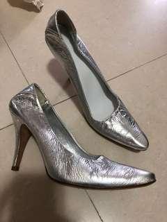 銀色高跟鞋