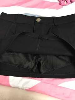 Black pants skirt(黑色短裤裙)M size