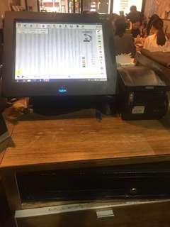 收銀主機連touch mon, 3部printer+1箱機紙