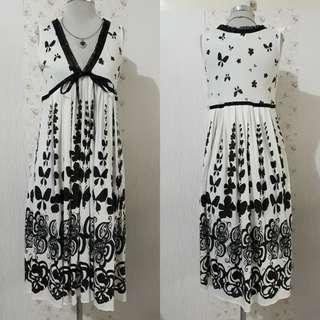 BUTTERFLY DESIGN LONG V NECK FLOWY DRESS