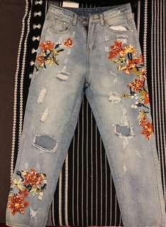 ZAFUL Floral Embroidered Ripped Jeans