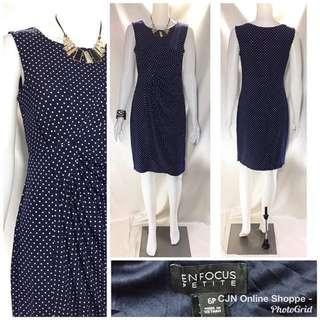 👗 Beautiful elegant dress with small polka dots design
