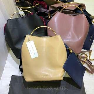 Tas Charles & Keith Bow Free Pouch