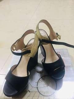 🚚 Daphne 楔型鞋
