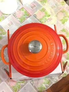全新有盒 大特價 英國直送 Le Creuset 20cm signature round casserole/oven (volcanique flame) 圓形鑄鐵鍋