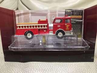 CORGI FIRE HEROES (CS90243) Mack CF Pumper- Los Angeles County Fire Dept 1:76