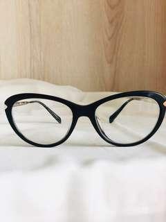 Prada glasses minus kiri: 1,75, kanan: 2