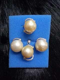 Southsea pearl with pendant