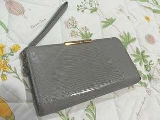 💯 Authentic Charles & Keith Wallet