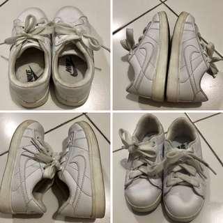 NIKE white shoes toddler 3yo