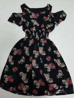 Cold shoulder Floral Dress - M