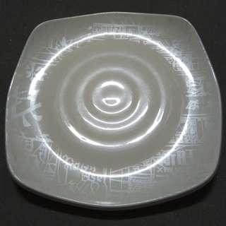 Preloved Milky-White Squarish Plastic Plates (5pc)