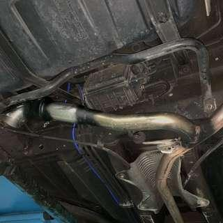 Side plant exhaust system for all cars