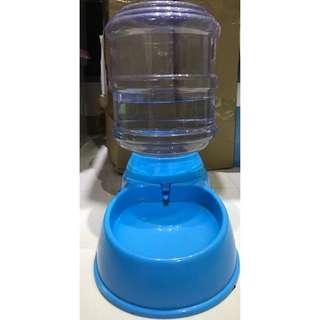 3.5l dog or cat water dispenser in blue