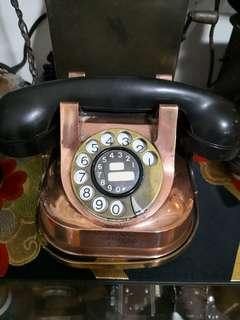 Copper tone Belgium phone