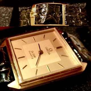 70年代 瑞士亞米加 Cal 1365 經典碟飛型號早期電子腕錶 (存倉貨) Vintage Omega Cal 1365 Quartz Watch (Push Button) New Old Stock with Omega Buckle and Box : 100% Original 原裝亞米加倉底貨連原裝錶帶扣及亞米加錶盒,錶殼直徑約 24mm x 30mm Case Diameter ,運作正常 working well 。