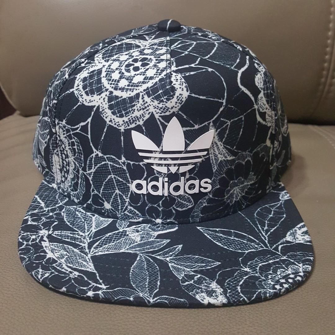 b2efe24277aa5 BNWT Adidas Florido Trefoil Cap Snapback