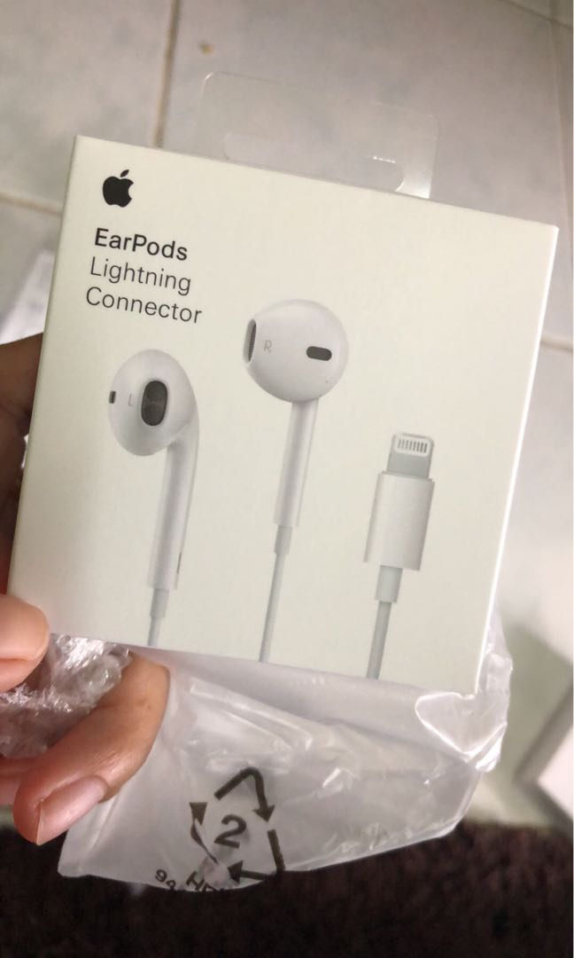 ce3088b602f Apple Earpods Lightning Connector, Mobile Phones & Tablets, Mobile & Tablet  Accessories, Mobile Accessories on Carousell