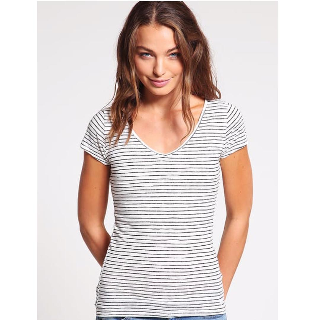 e8b5e69e Hollister core v-neck stripe t-shirt white women - blue striped ...