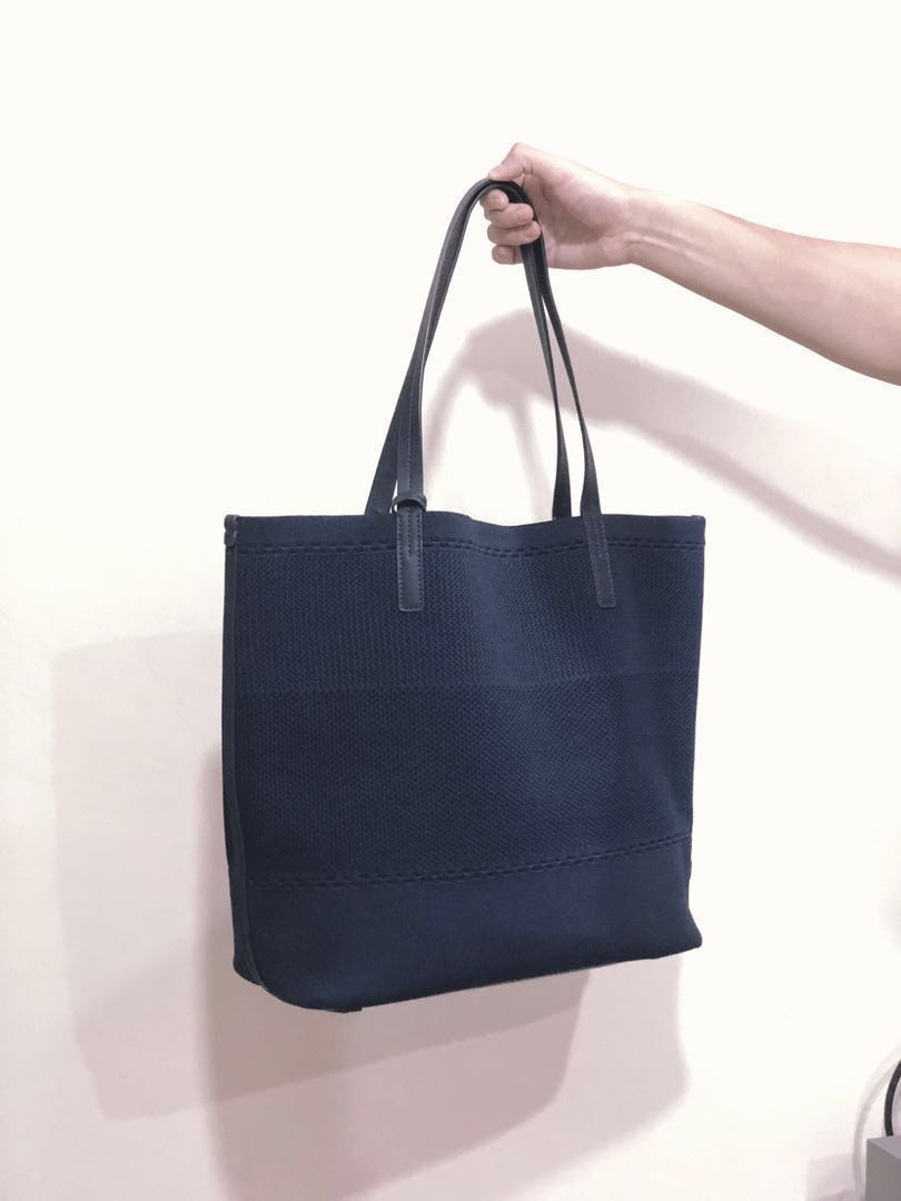 999072bad71 New Colehaan Tote Bag (Navy), Women's Fashion, Bags & Wallets ...