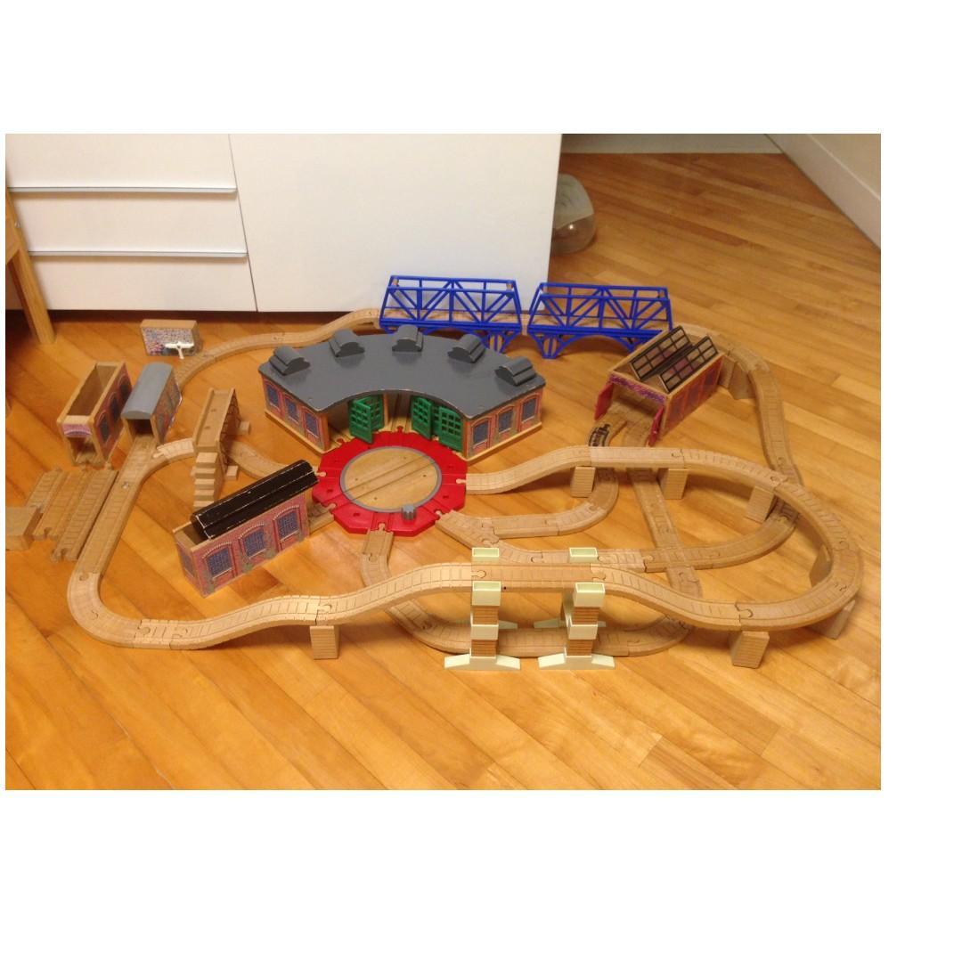 Thomas Wooden Train + Tracks Set 木火車