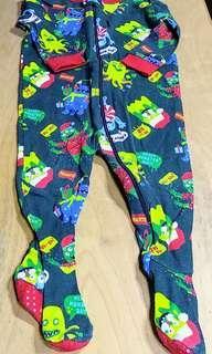童裝類: 綠色連身睡衣