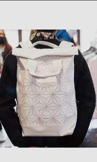 🚚 ❤降價❤❄ ADIDAS & 三宅一生 聯名款❄限量 3D菱格💎後背包 電腦包 旅行包 超大容量 Adidas Backpack🎄🎁新年換新包🎁🎄