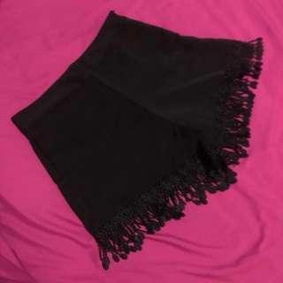 Celana pendek rumbai