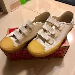 VANS白色膠底鞋