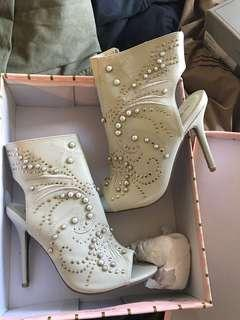 *Reduced* Off White Heels