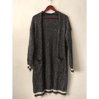 🚚 針織外套 黑白學院風長版毛線罩衫 秋冬百搭保暖毛衣大衣